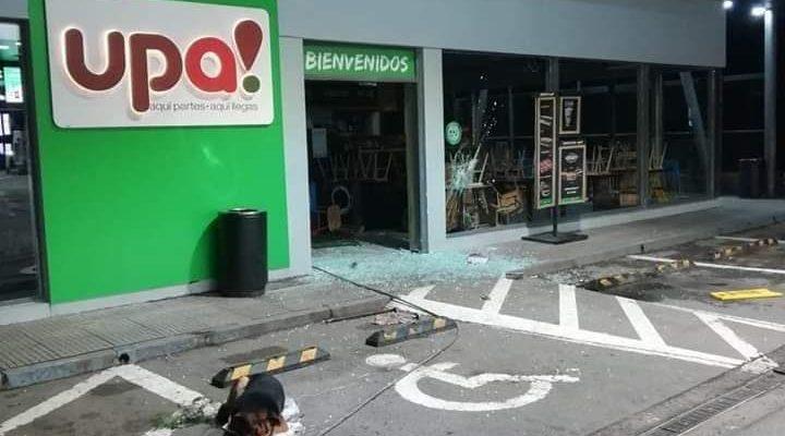 Árboles cortados y miguelitos en el camino: banda protagoniza robo frustrado en Ruta del Itata