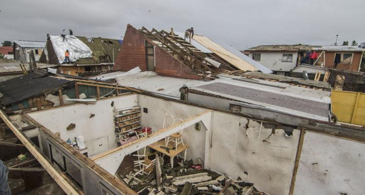 Cifran en 740 viviendas dañadas por tornado y tromba en el Bío Bío: cuatro colegios suspenden clases