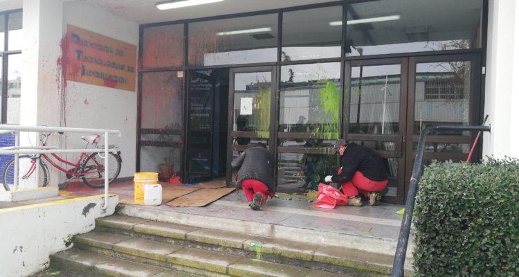 Rector de la UdeC anuncia querella e inicio de un sumario tras ataque a 4 edificios del plantel