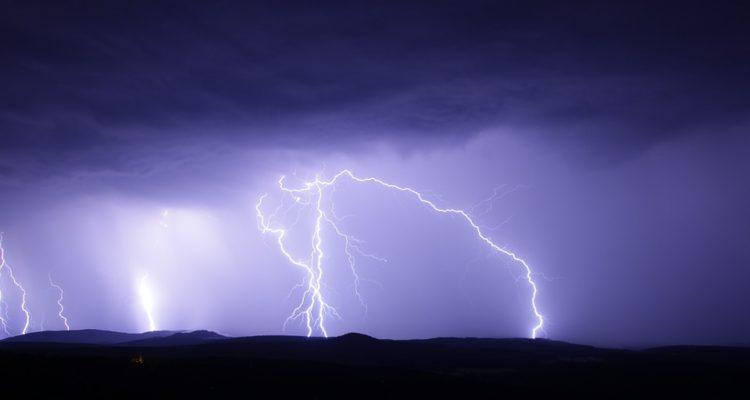 Meteorología advierte de posibles tormentas eléctricas para cinco regiones del país