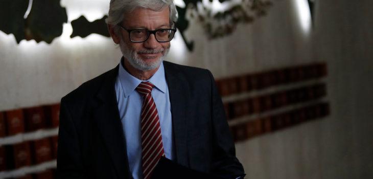 Ministro Fontaine reitera rechazo a Ley de la Jibia tras nuevo cierre de planta en Talcahuano