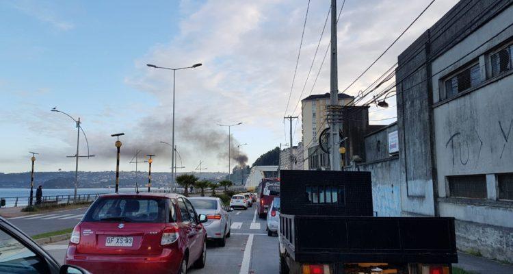 Pescadores levantan barricadas incendiarias por tercera vez esta semana en provincia de Concepción