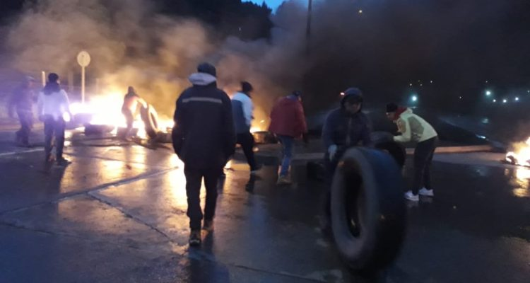 Provincia de Concepción amanece nuevamente con barricadas incendiarias de pescadores artesanales