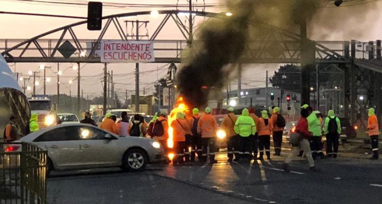 Manifestantes cortan el tránsito en ruta que une Coronel con Concepción
