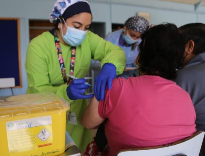 El 30% de las personas que deben vacunarse contra el Covid en el Biobío ya recibió la primera dosis